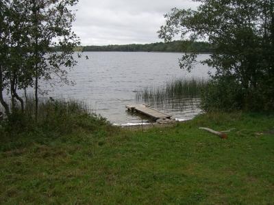 Место для отдыха около озера долгое